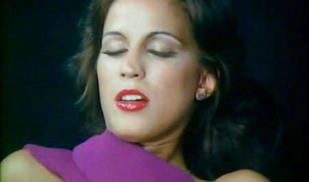 Levou huyuertka vídeo pornô mulher brasileira com focinho estridente no peito e plantou os bolinhos são apertados em shnyag stout