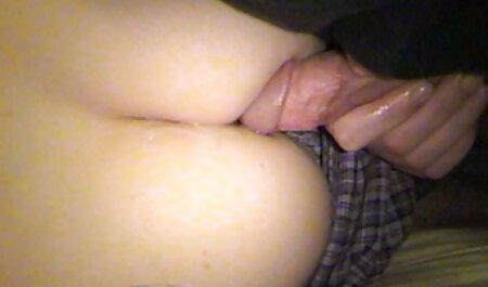 A secretária do chefe do Greyhound mostra filme pornô de mulher com cavalo seus peitos e neste momento sua esposa entra no escritório