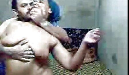Um filho adulto Se masturbando eu quero um vídeo de pornô e assistindo dois negros saudáveis foder sua madrasta gostosa com peitos enormes buceta enorme