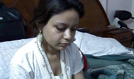 Apaixonado ruiva Morena fazendo vídeo pornô chupando empregado do pênis na gravata e alternadamente peidos