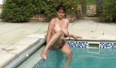 Festa mamãe com dela namorado filho Viga vídeo pornô ao vivo half nu com uma forte tesão