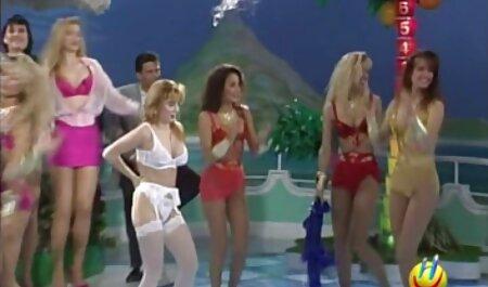 Uma latina suculenta com um grande pedaço de bunda escolhe o conjunto certo de lingerie sexy vermelha que se torna mais atraente e o cara grande começou a fumar, acariciou seu peito e vídeo pornô com novinha brasileira as meninas querem fodê-lo