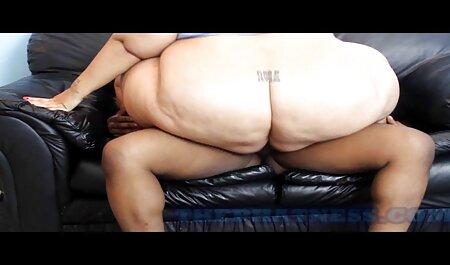 Dois jovens e sexy organizam um gangbang com filme pornô brasileiro 2019 a morena, que está feliz quando disparam grandes golpes e batem com duas calças