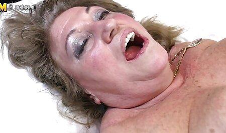 O ronco é careca com óculos polir a virilha de pornô vídeo de pornô uma jovem empregada, espalhar as pernas e destruir o rosto em sua vagina