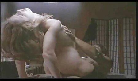 Na feroz entre um cara e uma vídeo de ponor menina, um cão o outro aparece na sala, as pessoas também querem tomar paus grandes, gordinho, este, buceta, buceta raspada, ela e pessoa contra um sexo em grupo com duas meninas bem.