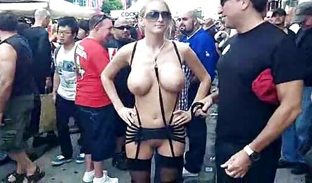 Um paroquiano fode uma freira luxuriosa de estilo cachorrinho nos passos vídeo de pornô mulher com cavalo da igreja entre o pão
