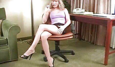 Curvas mestres Kosebyaku com cabelo branco e com um movimento de suas mãos videos de sexo com famosas penetrar na vagina quente