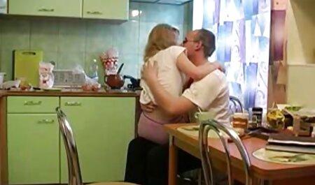 Loira, solo, se masturbando, anal não teve efeito, e quando seu namorado chegou, ela reclamou com quero ver filme de pornô grátis ele sobre isso e ele pegou isso e levou a garota a um orgasmo violento batendo-a na bunda com um grande grosso.
