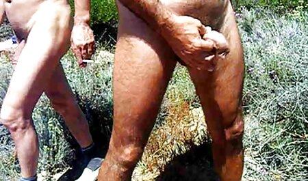 Um amigo, um marido lambe o buraco foda morena e usa os membros nas membranas da vídeo pornô de novinha vagina
