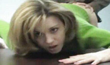 Turk filme de pornô da mulher melancia fode uma jovem instituição em casa para desfrutar de música enquanto os pais trabalham