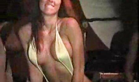 Beleza com raspada vagina Masturbação em a carro estacionado em a middle vidios pornores de a city
