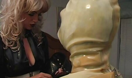 O chefe pede a sua bela secretária russa vestindo meias masturbar com ele e a menina obedientemente despojado de suas roupas, depois de relaxar em uma cadeira, enfiar os dedos em sua buceta, vídeo pornô xvídeos pornô ela fica orgasmo