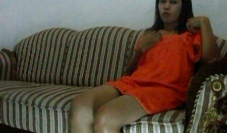 A mulher se esqueceu de usar calcinha e brilhante com a vagina videos de sexo em família na frente do passageiro, e uma astúcia tirar o telefone