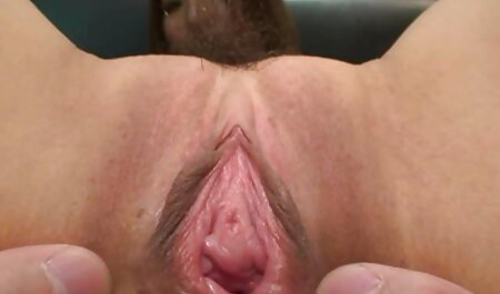 Uma visão terrível, madura buceta peluda de uma mulher gorda, brinca com fogo em condições filme pornô homem com mulher de áspero