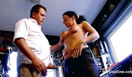 A fazenda de uma governanta reuniu se pela primeira vez com os descendentes do vídeo pornô brasileiro Senhor na cozinha com um membro na boca