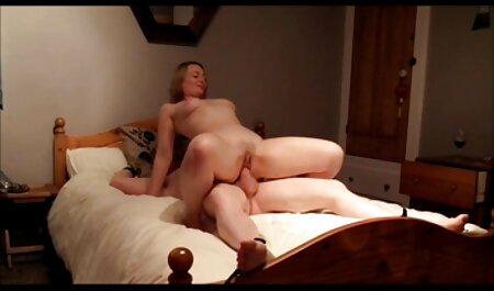 Louco vídeo pornô escondido polka acariciando a vagina na frente do passageiro, rasgou suas meias na virilha e ela olhou para ele