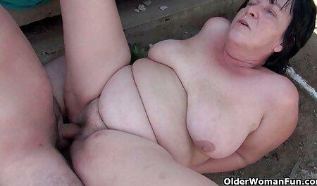 Na floresta taiga, o velho decidiu se aposentar com duas Lésbicas Ao ar livre video pornô